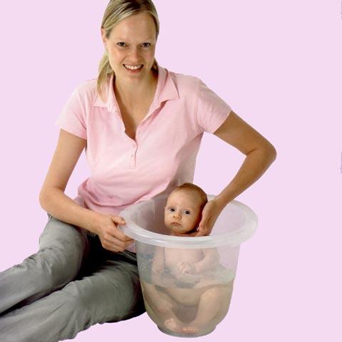 baby badeeimer mit einzigartige formgestaltung tummy tub. Black Bedroom Furniture Sets. Home Design Ideas
